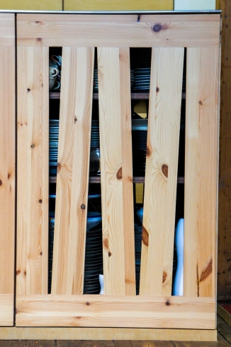 Atelier Antipode See-through kitchen doors in pine wood. The wooden laths are set up in an alternating zig zag pattern.