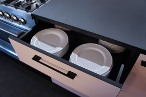 Pink kitchen with bamboo and roll rost